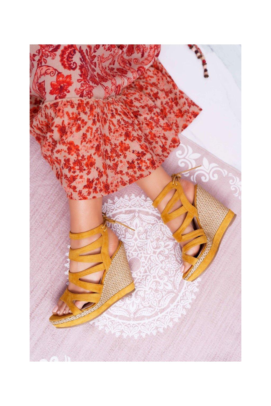 Dámske sandále na platforme farba žltá kód obuvi LA-96 YELLOW