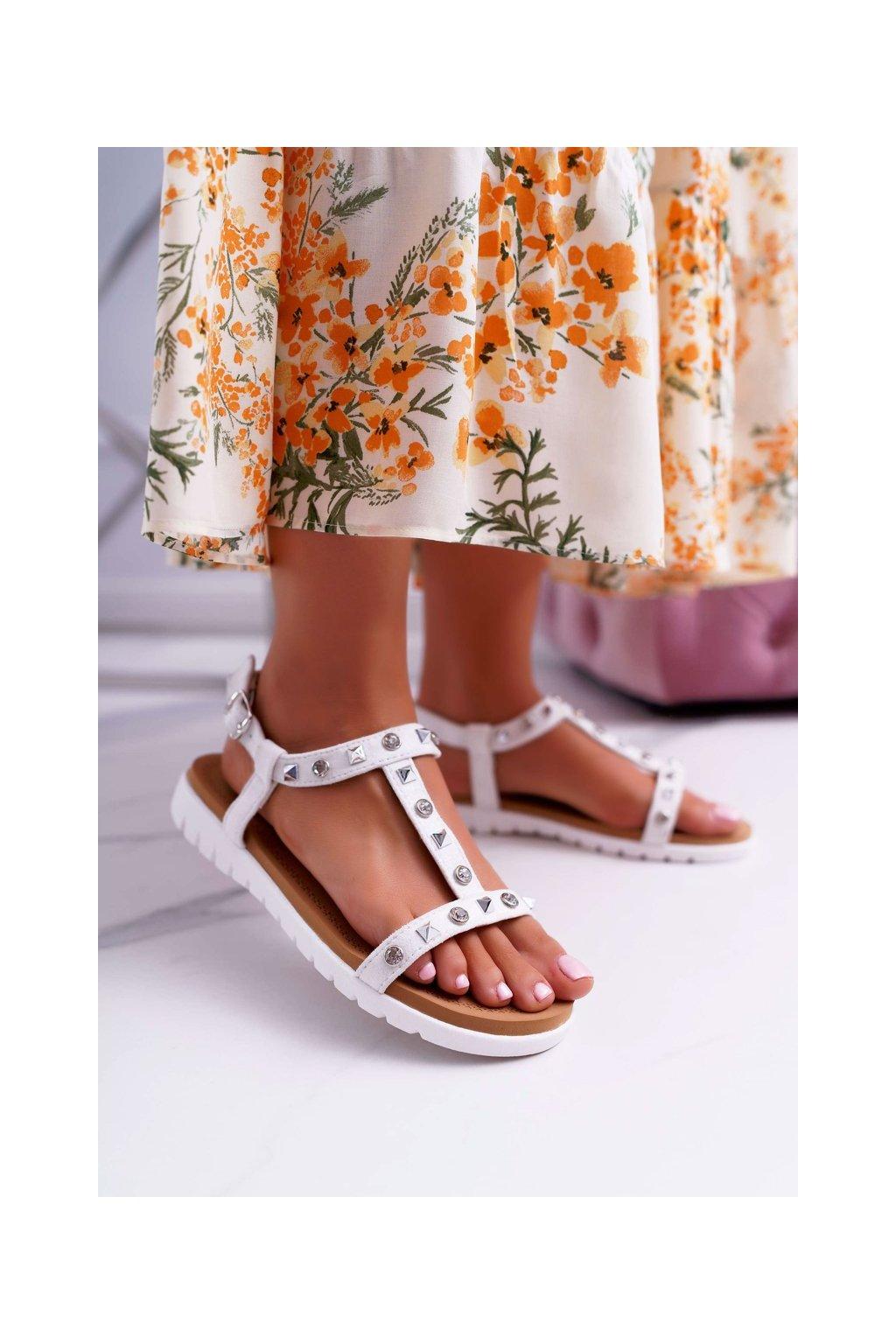 Dámske sandále s plochou podrážkou na platforme farba biela kód obuvi 108-1 WHITE