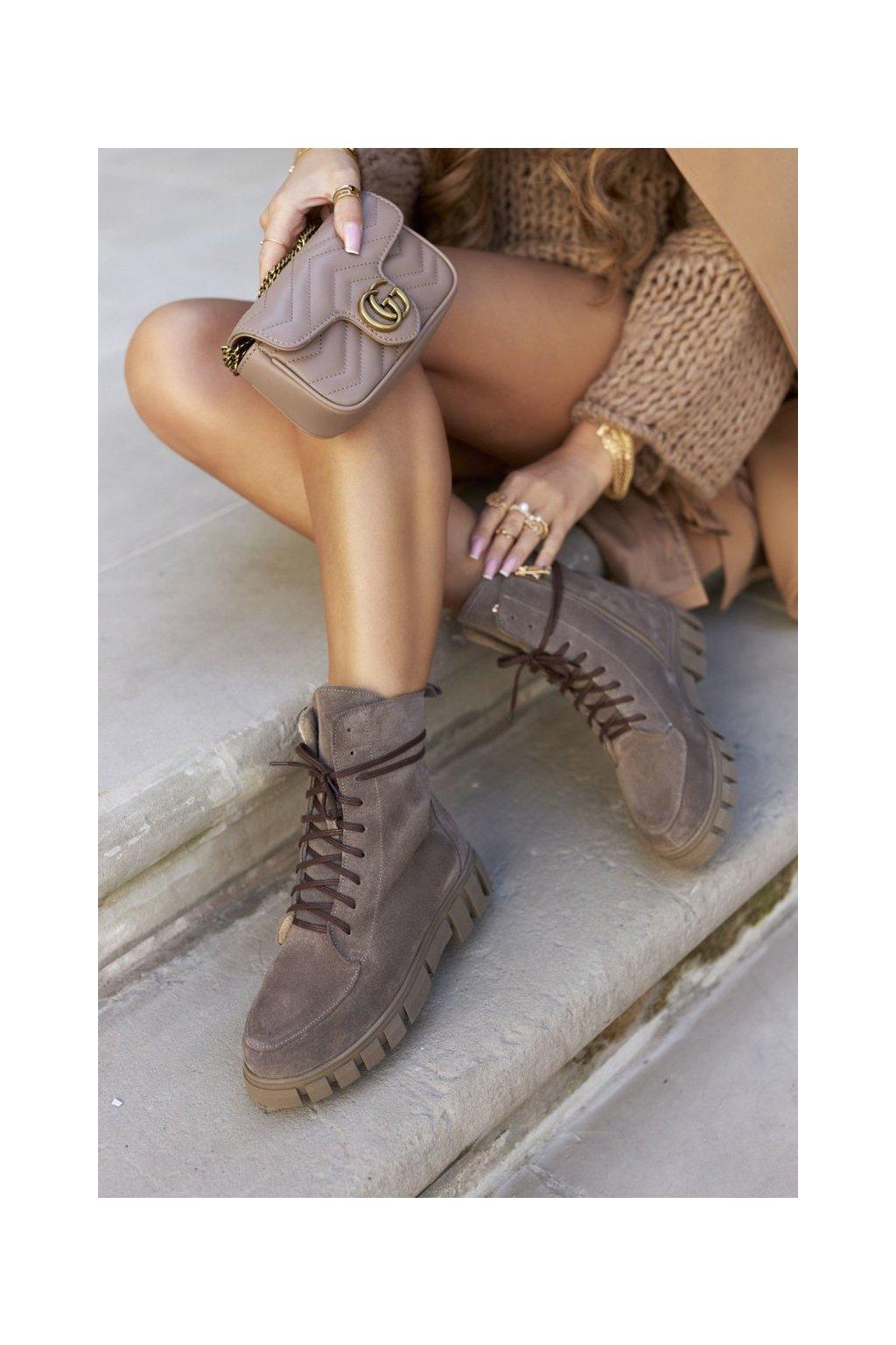 Členkové topánky na podpätku farba hnedá kód obuvi 2673/032 CAPP/W