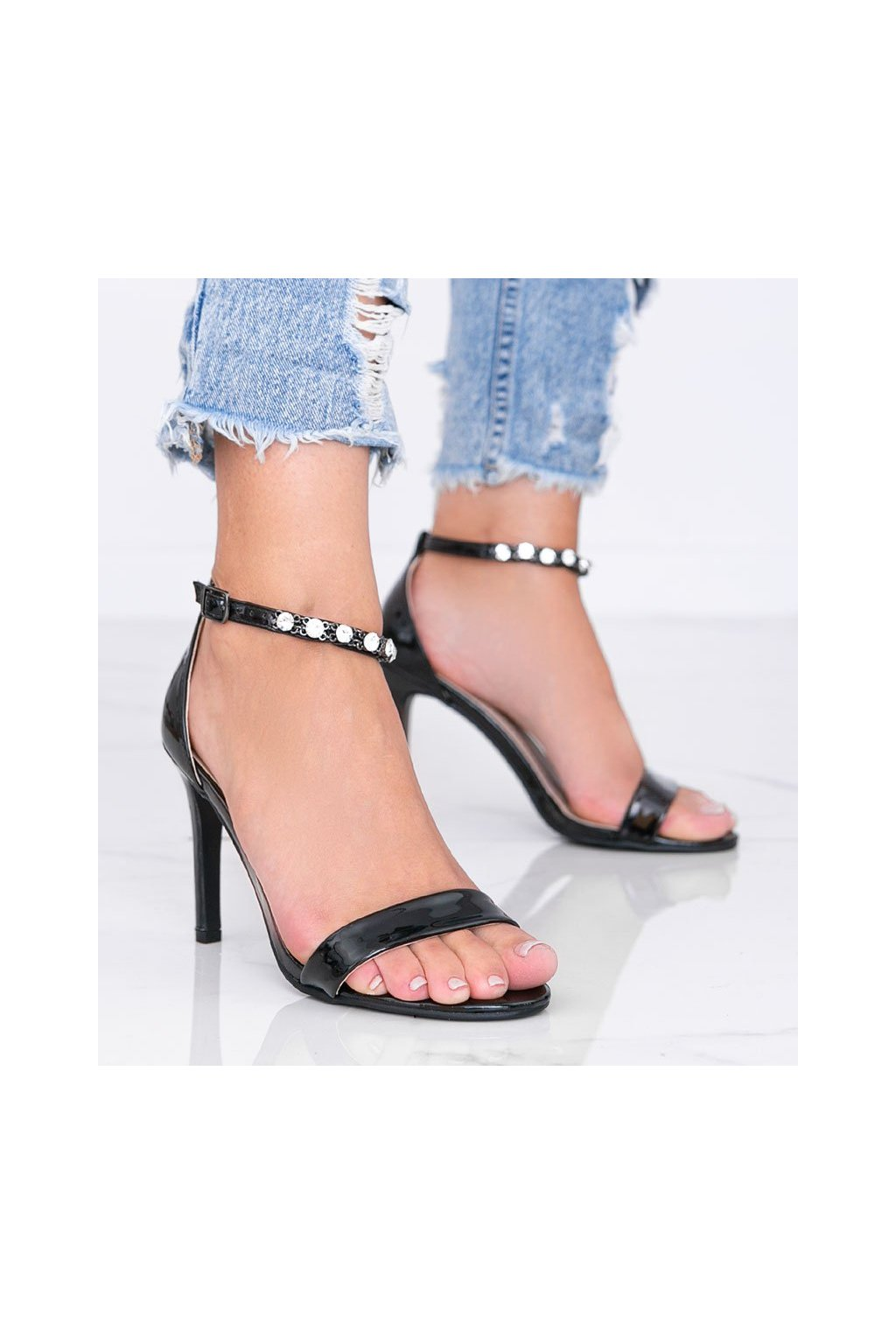 Dámske topánky sandále čierne kód 3721 - GM