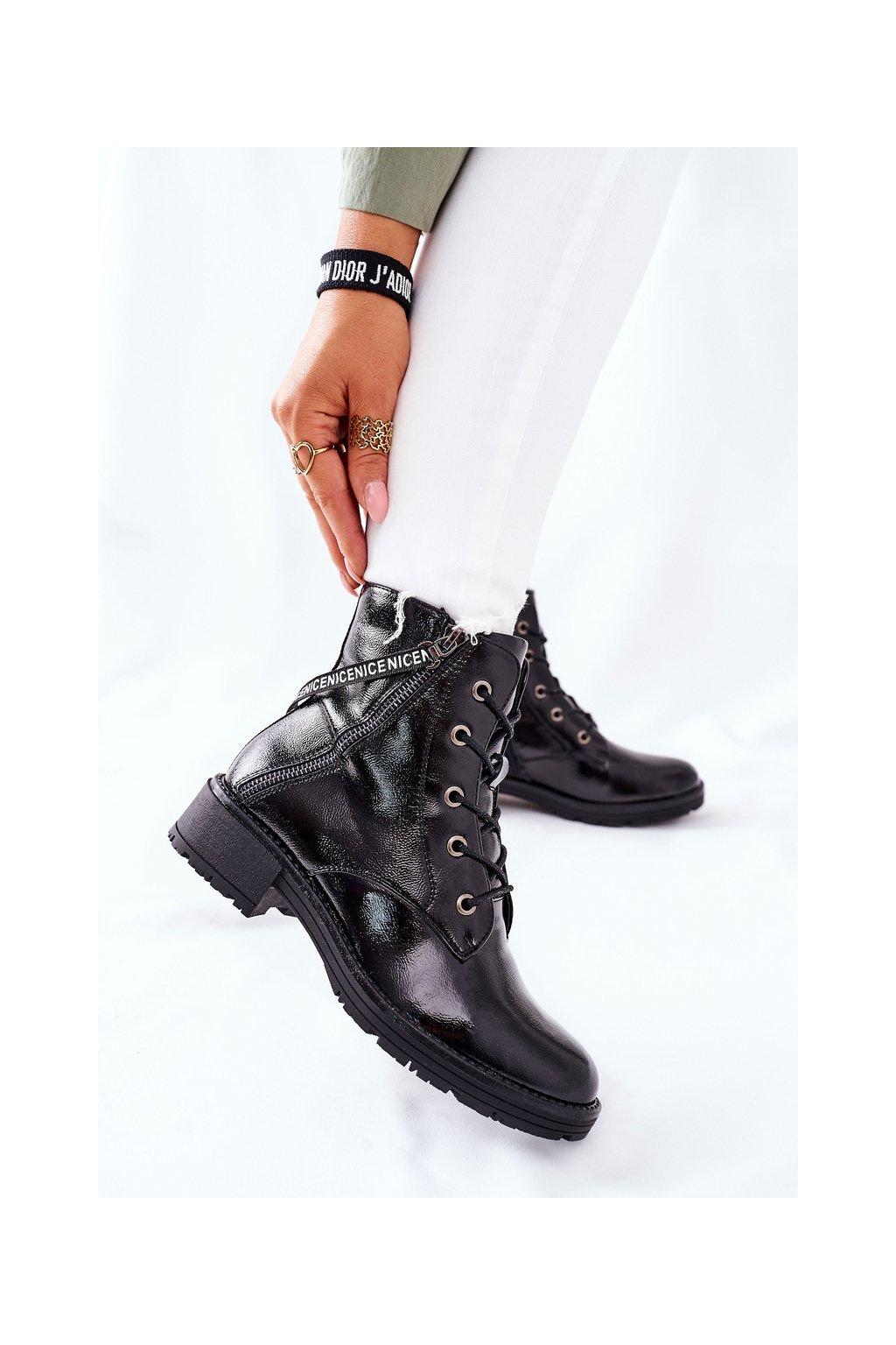 Členkové topánky na podpätku farba čierna kód obuvi 22-10642 BLK LAK
