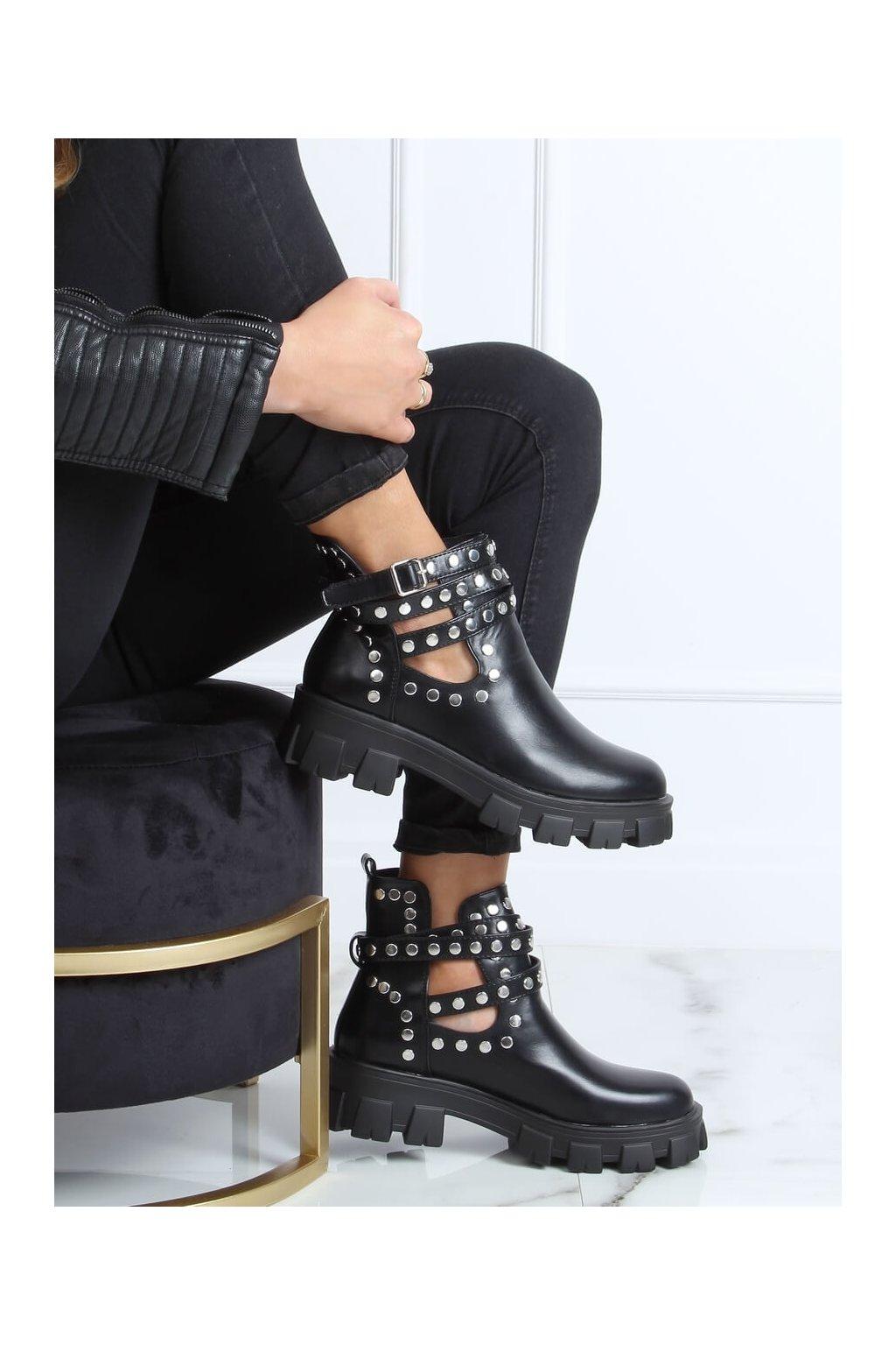 Dámske členkové topánky čierne na plochom podpätku NC1127