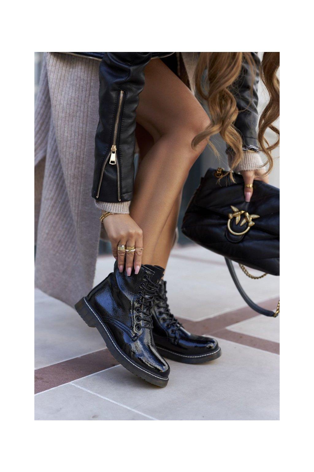 Členkové topánky na podpätku farba čierna kód obuvi 20BT35-3001 BLK