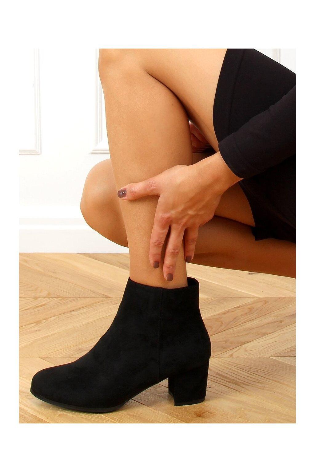 Dámske členkové topánky čierne na širokom podpätku MM788