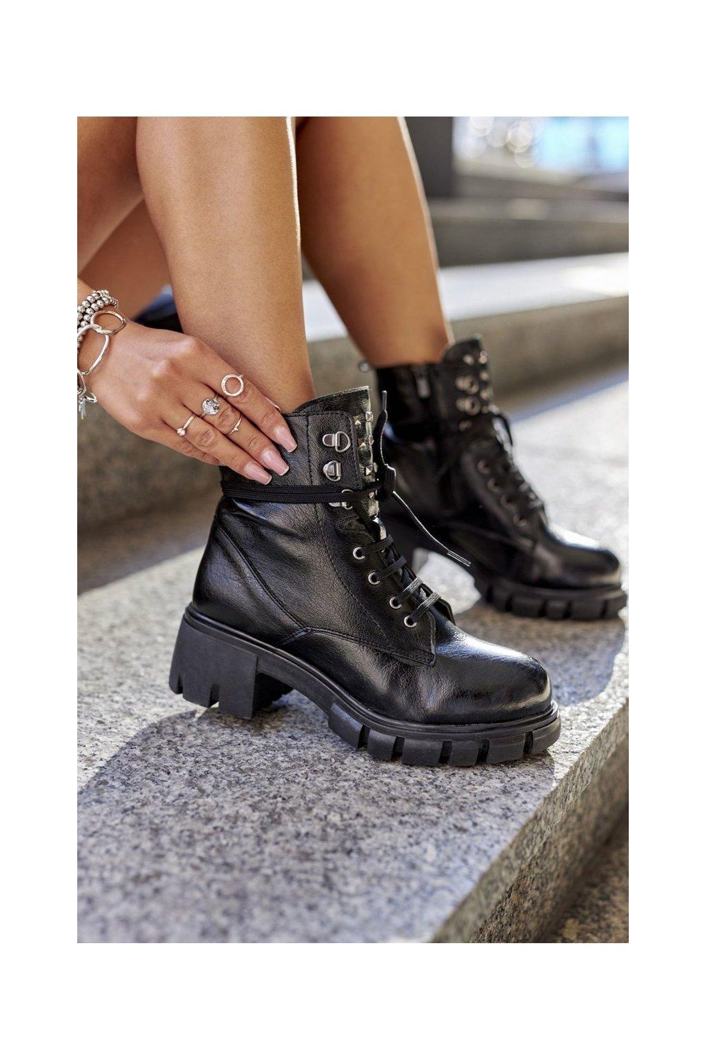 Členkové topánky na podpätku farba čierna kód obuvi 21-50001 BLK