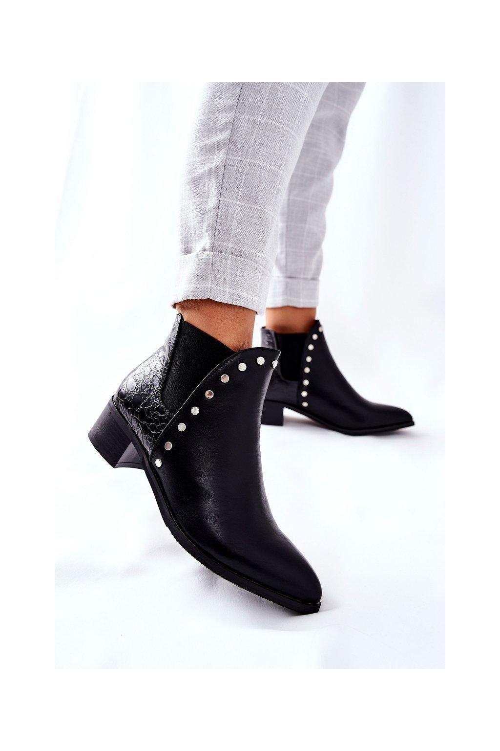 Členkové topánky na podpätku farba čierna kód obuvi C753 BLK