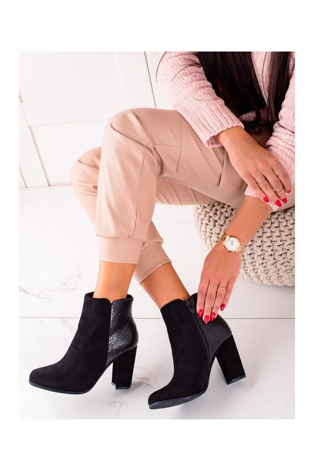 Čierne dámske topánky Janessa kod KL765B
