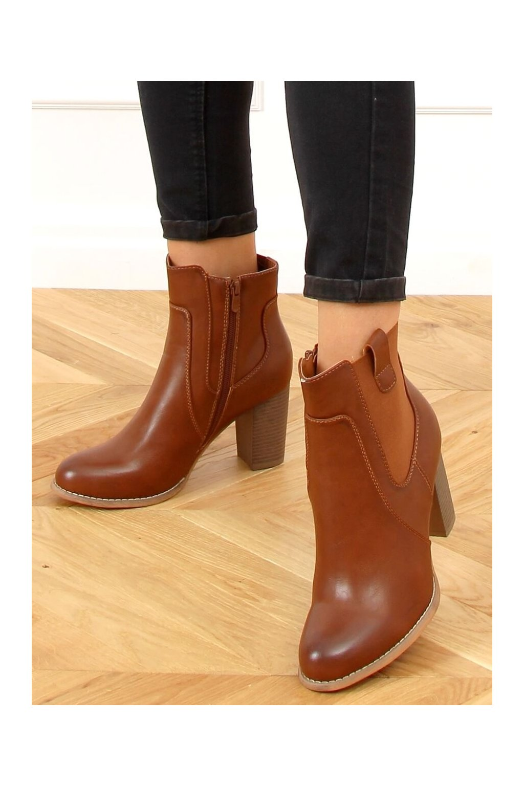 Dámske členkové topánky hnedé na stĺpovom podpätku 3654