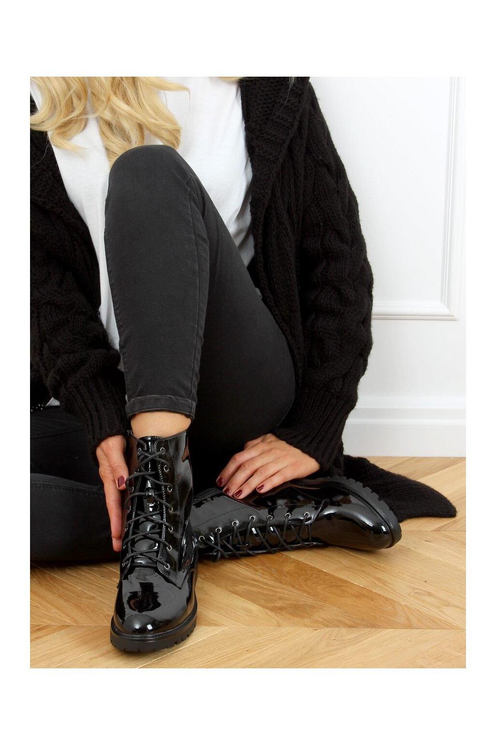 Dámske členkové topánky čierne na plochom podpätku S1AX8039-38