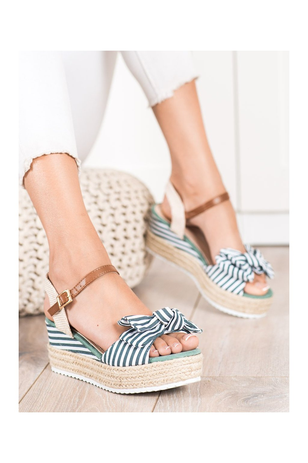 Zelené dámske sandále Sweet shoes kod DZ8009GR