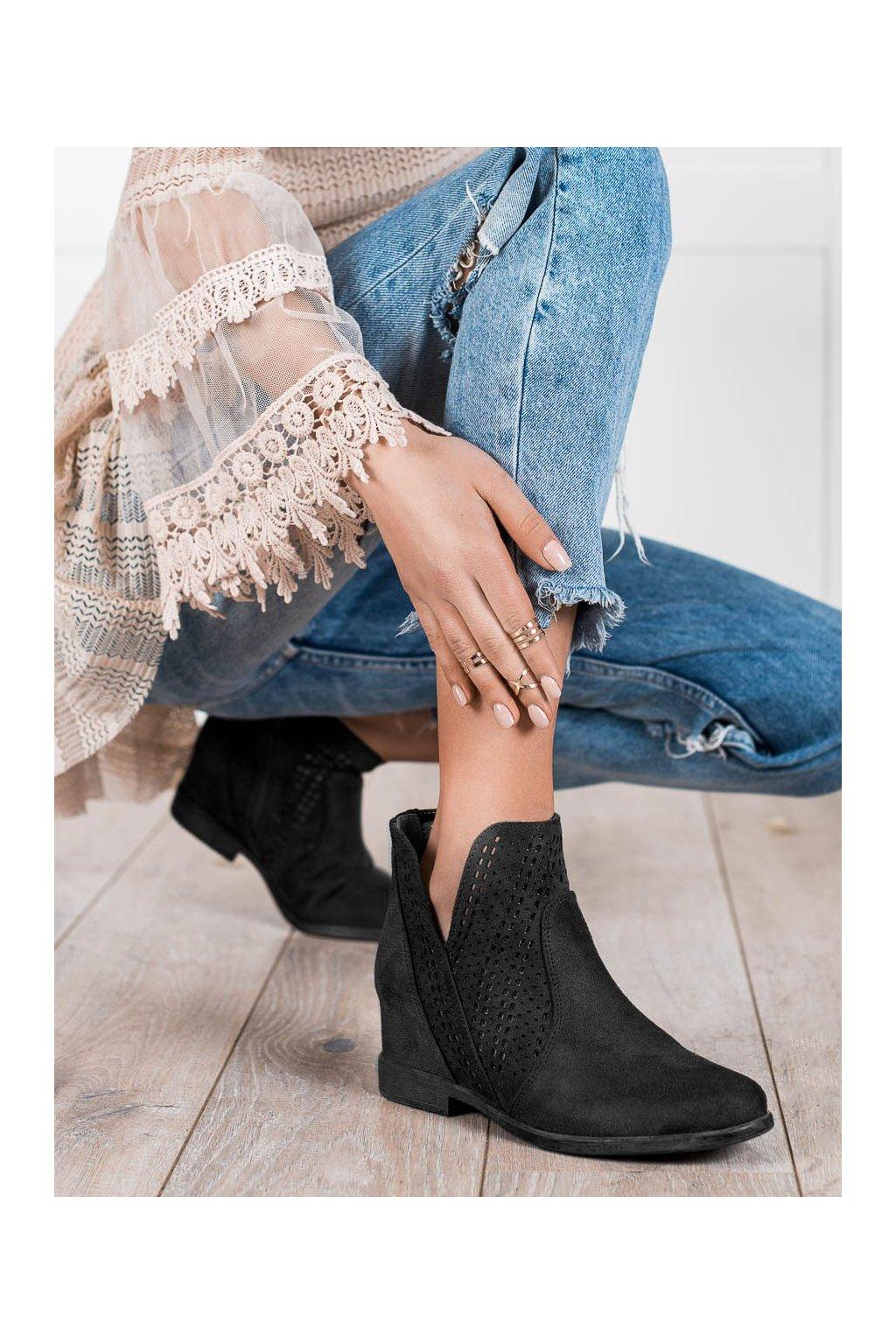 Čierne dámske topánky Filippo kod DBT2070/21B