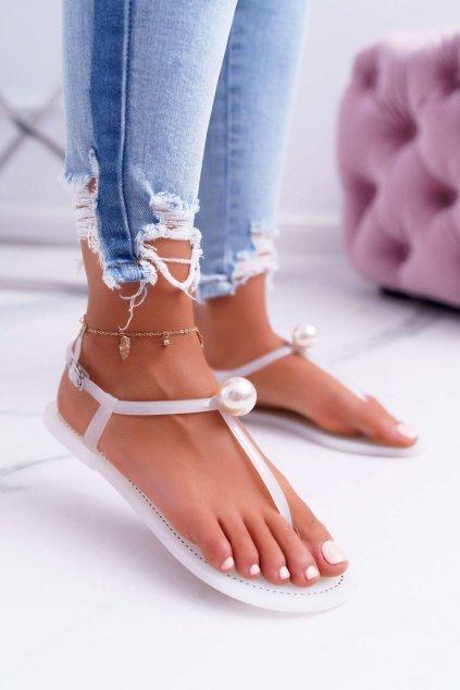 Dámske ploché sandále farba biela kód obuvi 96 WHITE
