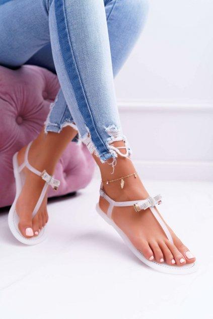 Dámske sandále s plochou podrážkou farba biela kód obuvi 961 WHITE