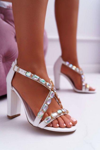 Dámske sandále na podpätku farba biela kód obuvi 8258-1 WHITE