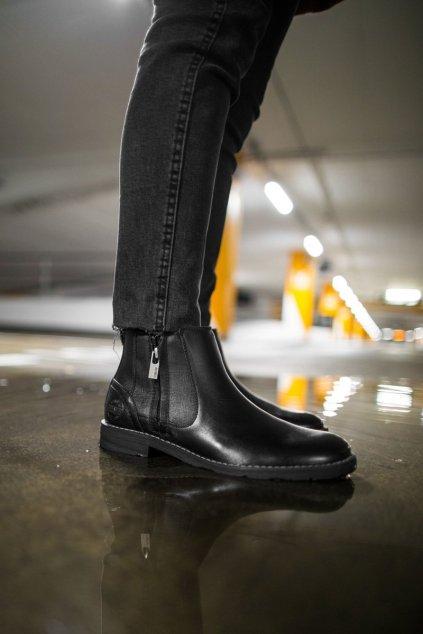 Pánske topánky na zimu farba čierna kód obuvi EE174287 BLK