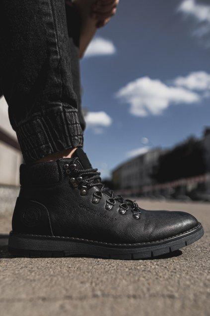 Pánske topánky na zimu farba čierna kód obuvi EE1R4081C BLK