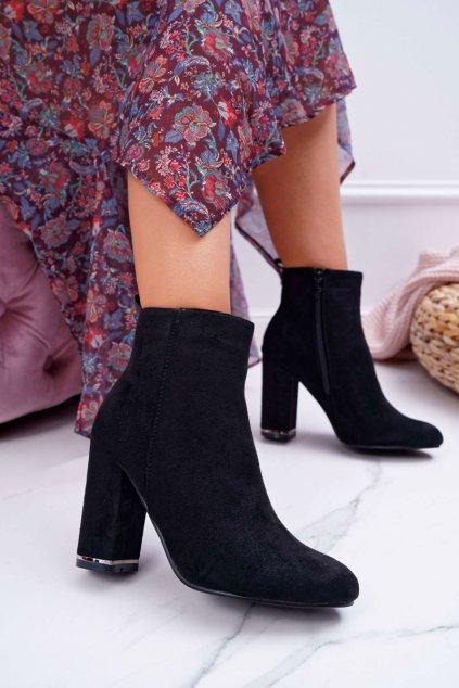 Členkové topánky na podpätku farba čierna kód obuvi C683 BLK