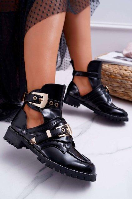 Členkové topánky na podpätku farba čierna kód obuvi XW37266 BLK PAT PU