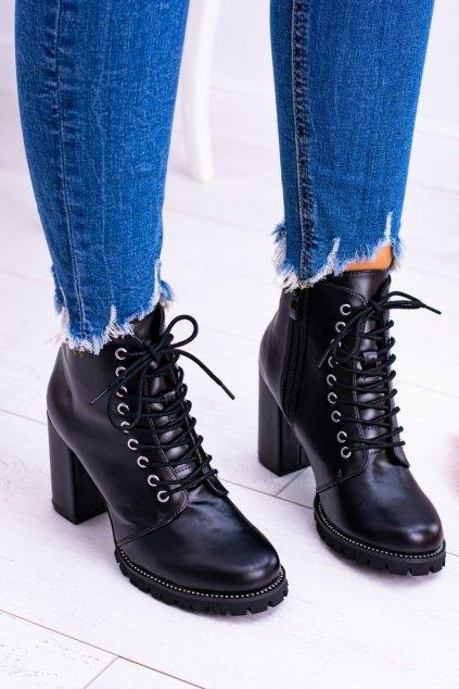 Členkové topánky na podpätku farba čierna kód obuvi XW37380 BLK PU