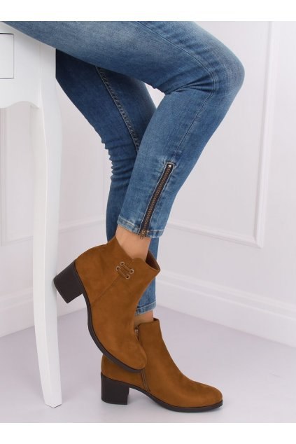 Dámske členkové topánky hnedé na širokom podpätku 8B982