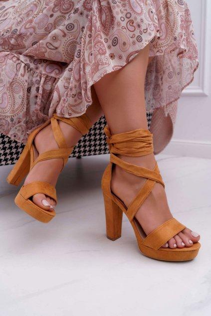 Dámske sandále na podpätku farba hnedá kód obuvi KK35 CAMEL