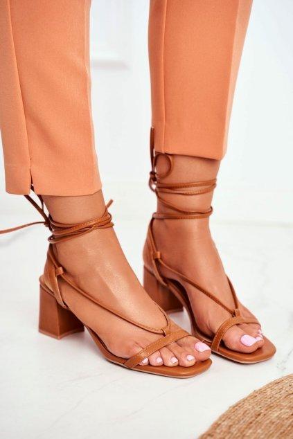 Dámske sandále na podpätku farba hnedá kód obuvi BF-7 CAMEL