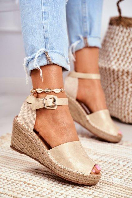 Dámske sandále na platforme farba žltá kód obuvi 8SD98-0153 GOLD