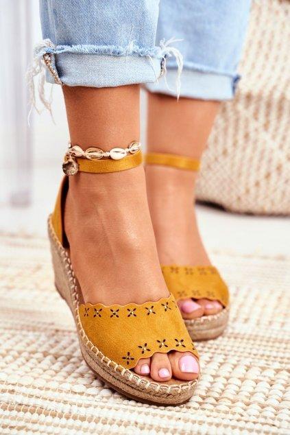Dámske sandále na platforme farba žltá kód obuvi 9SD98-0953 YELLOW