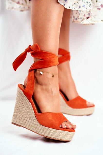Dámske sandále na platforme farba oranžová kód obuvi R135 ORANGE