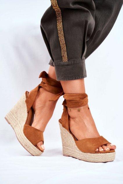 Dámske sandále na platforme farba hnedá kód obuvi R135 CAMEL