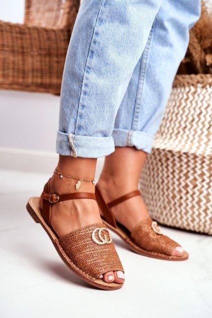 Dámske sandále s plochou podrážkou farba hnedá kód obuvi 108-B8 CAMEL