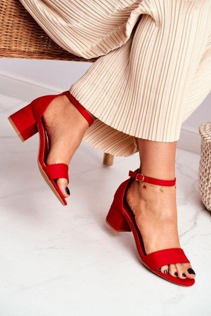 Dámske sandále na podpätku farba červená kód obuvi LL68 RED