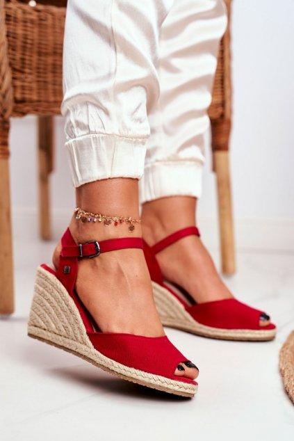 Dámske sandále na platforme farba červená kód obuvi DD274A213 RED