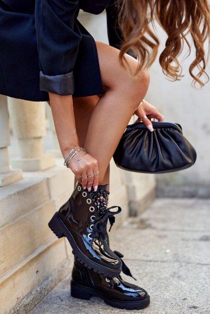 Členkové topánky na podpätku farba čierna kód obuvi NC1063 BLK