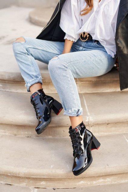 Členkové topánky na podpätku farba čierna kód obuvi N01 BLK