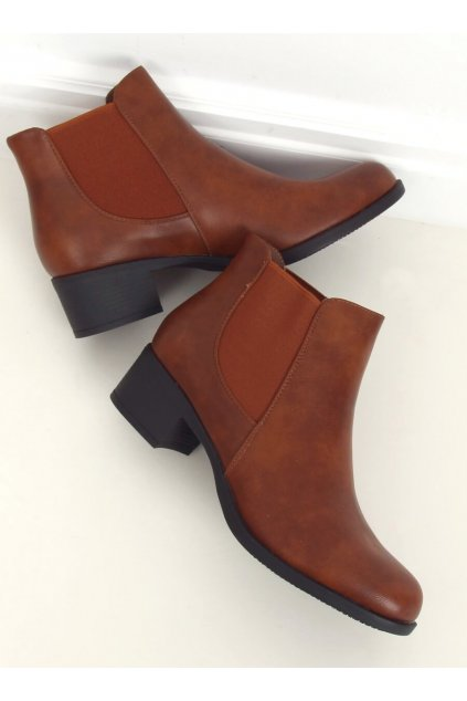 Dámske členkové topánky hnedé na širokom podpätku 8B875