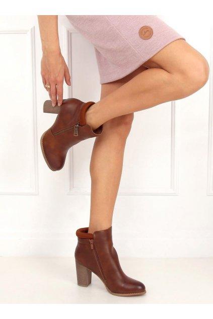 Dámske členkové topánky hnedé na stĺpovom podpätku 4599