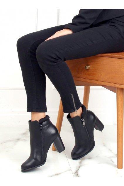 Dámske členkové topánky čierne na stĺpovom podpätku 4599