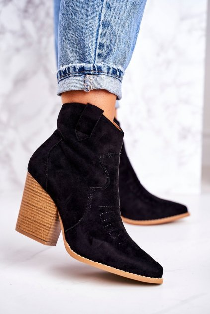 Členkové topánky na podpätku farba čierna kód obuvi A5602 BLACK
