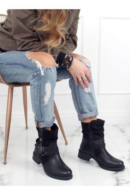 Dámske členkové topánky čierne na plochom podpätku 8056