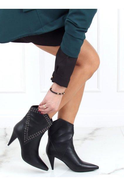 Dámske členkové topánky čierne na ihlovom podpätku RB78P