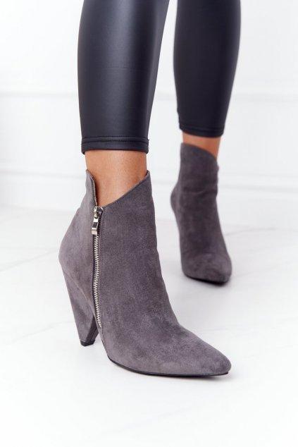 Členkové topánky na podpätku farba sivá kód obuvi XW37353 GREY