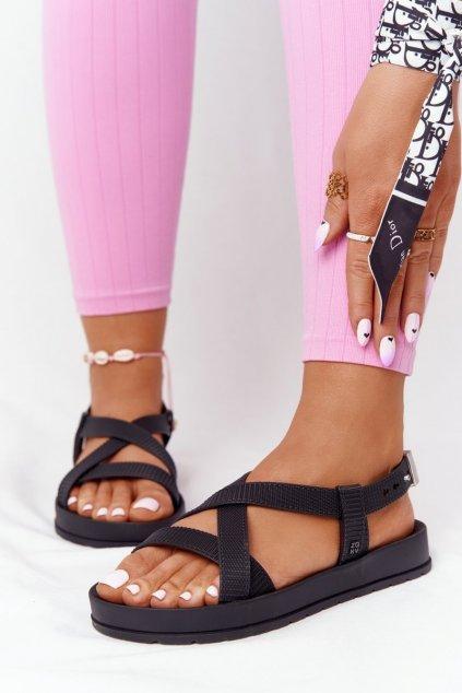 Dámske sandále s plochou podrážkou farba čierna kód obuvi HH285168 BLK