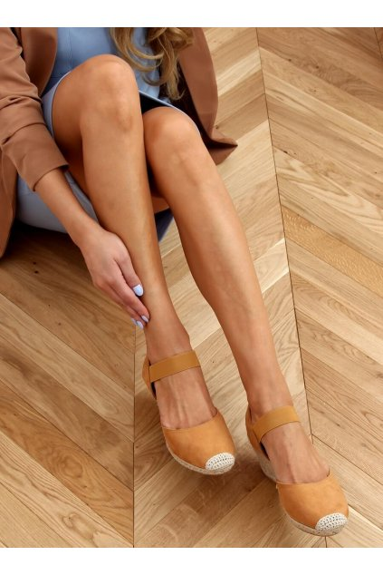 Dámske sandále hnedé na platforme 9R50