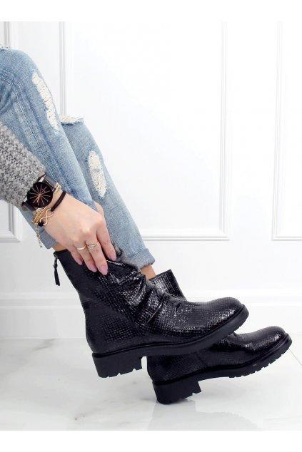 Dámske členkové topánky čierne na širokom podpätku RB74