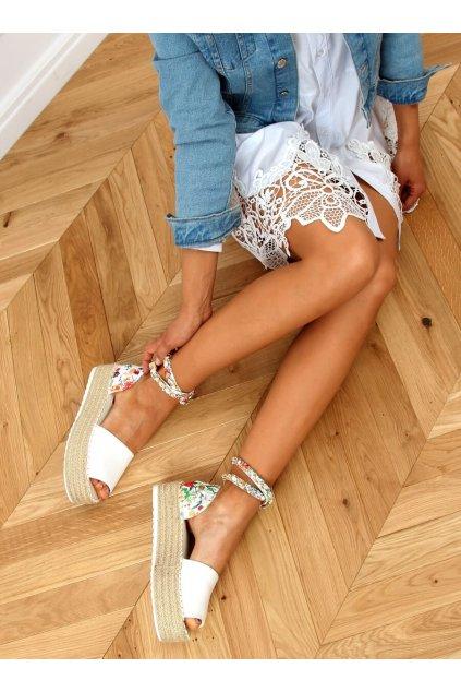 Biele sandále s plocho podrážkou na platforme JH153P