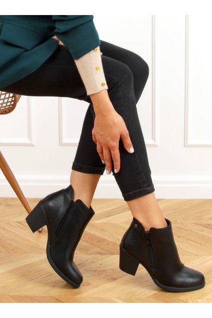 Dámske členkové topánky čierne na širokom podpätku 9B1037
