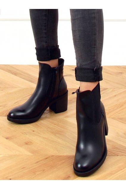 Dámske členkové topánky čierne na širokom podpätku 9565