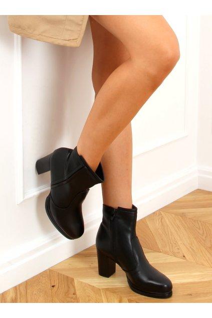 Dámske členkové topánky čierne na stĺpovom podpätku 9553