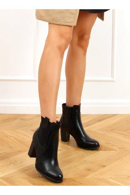 Dámske členkové topánky čierne na stĺpovom podpätku 3654